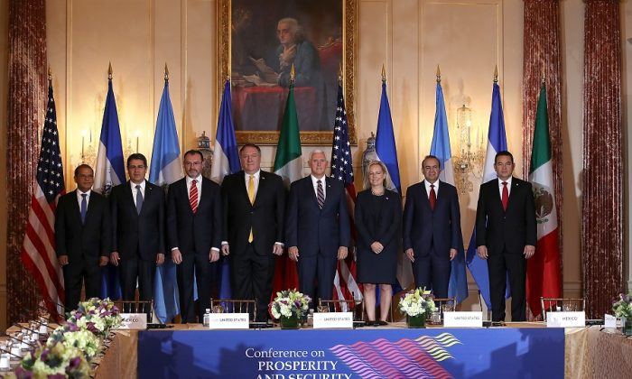 (L-R) El Salvador Vice President Oscar Ortiz, Honduras President Juan Orlando Hernandez, Mexican Foreign Secretary Luis Videgaray, U.S. Secretary of State Mike Pompeo, U.S. Vice President Mike Pence, Homeland Security Secretary Kirstjen Nielsen, Mexico Secretary of Government Alfonso Navarrete, and President of Guatemala Jimmy Morales pose for a photo at the start of the Conference for Prosperity and Security in Central America in Washington on Oct. 11, 2018. (Justin Sullivan/Getty Images)