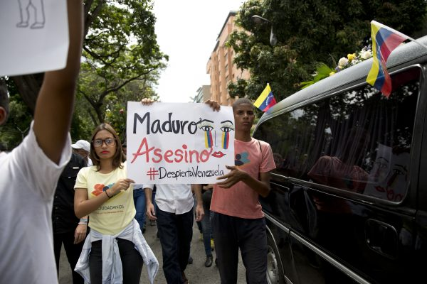 People holds sign Fernando Alban