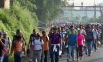 Over 1,000 Hondurans March Towards Mexico, United States Seeking Settlement