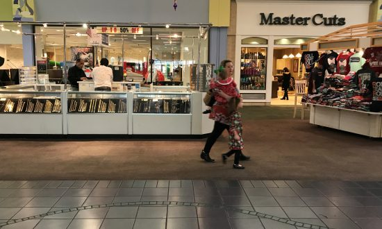 US Retail Sales Increase Modestly; Consumer Spending Strong