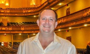 Shen Yun Symphony Orchestra Makes Psychotherapist Feel Like a New Person