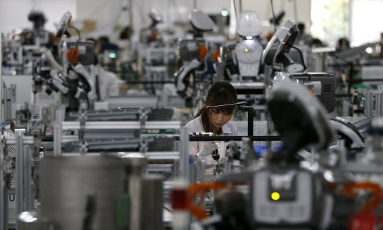 Japan Manufacturers' Mood Rises, Trade Worries Weigh on Outlook