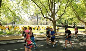 Australia's Largest Marathon Event, Falun Dafa Exercises Raise Awareness
