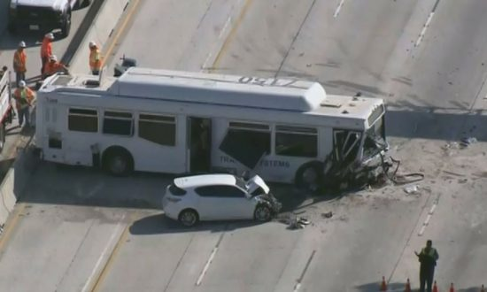 Video: Dozens Injured When Bus Loses Control, Crashes in Traffic