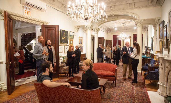 """The """"Collectors and VIP Reception with Exhibiting Artists"""" at the 10th American Masters Exhibition and Sale at the Salmagundi Club in New York on Oct. 11, 2018. (Milene Fernandez/The Epoch Times)"""