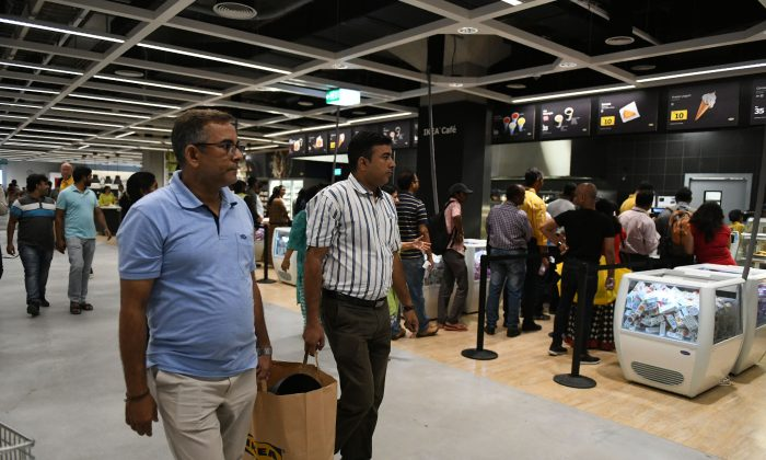 Indian customers purchase items at the new IKEA store in Hyderabad on Aug. 9, 2018. (NOAH SEELAM/AFP/Getty Images)