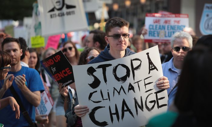 Demonstrators protest President Donald Trump's decision to exit the Paris climate change accord on June 2, 2017 in Chicago, Illinois. (Scott Olson/Getty Images)