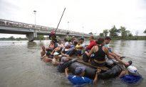 Mexico Slowly Processes Caravan Migrants at Guatemala Border