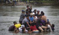 Migrant Caravan Swells to 5,000, Resumes March Towards US