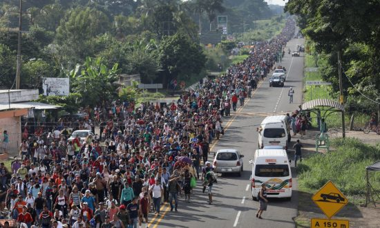 Videos of the Day: Migrant Caravan Swells to 5,000, Resumes March Toward US