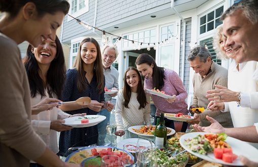 7 Ways to Stay Connected With Extended Family