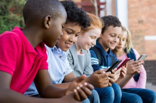 Ontario to ban cellphones from classrooms