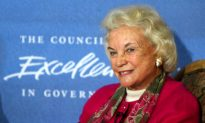 Former Supreme Court Justice Sandra Day O'Connor Says She Has Dementia