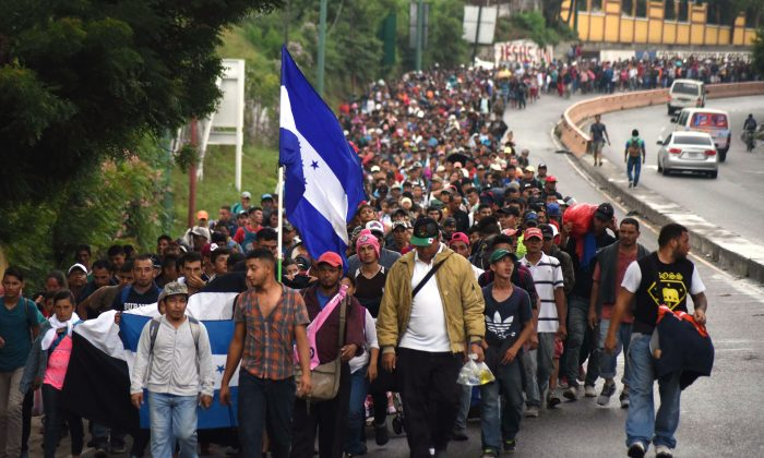 Hondurans and others in a migrant caravan move toward the United States in Chiquimula, Guatemala on Oct. 17, 2018. (ORLANDO ESTRADA/AFP/Getty Images)