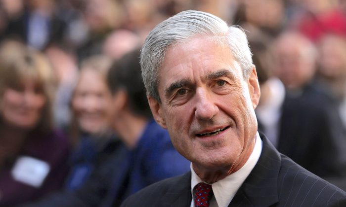 Former FBI director Robert Mueller attends the ceremonial swearing-in of FBI Director James Comey at the FBI Headquarters on Oct. 28, 2013. (Alex Wong/Getty Images)
