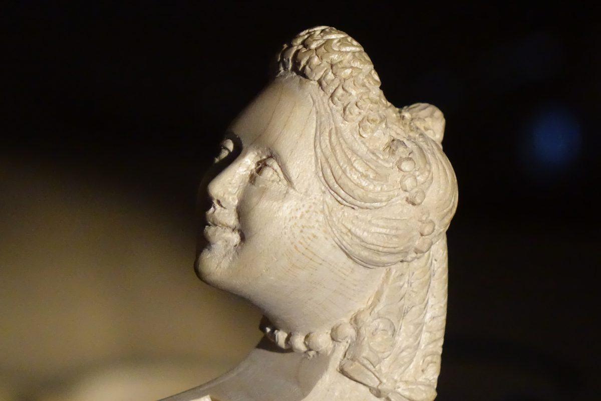 Violin handmade neck sculpture