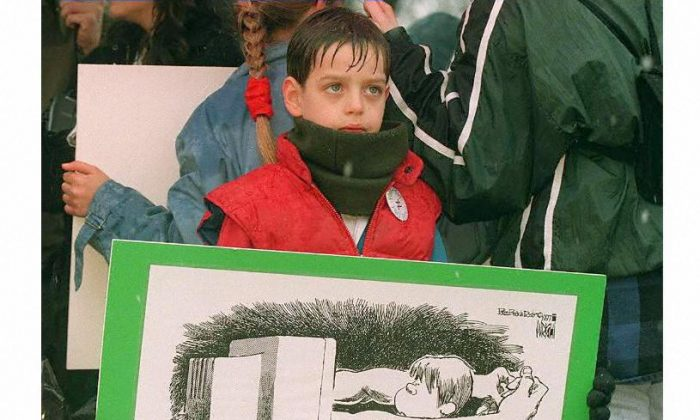 Seven-year-old Mark Rayer of Fairfax, Va., protests child pornography on the internet outside of the US Supreme Court Building in Washington on March 19, 1997.   (TIM SLOAN/AFP/Getty Images)