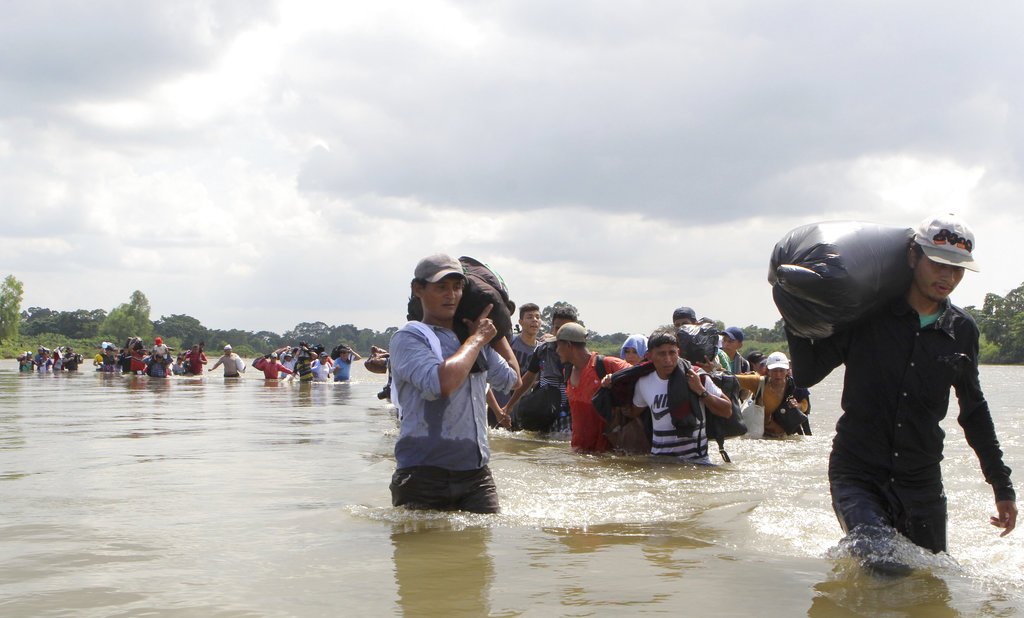 SAlvadoran crossing the Suchiate river into Mexico