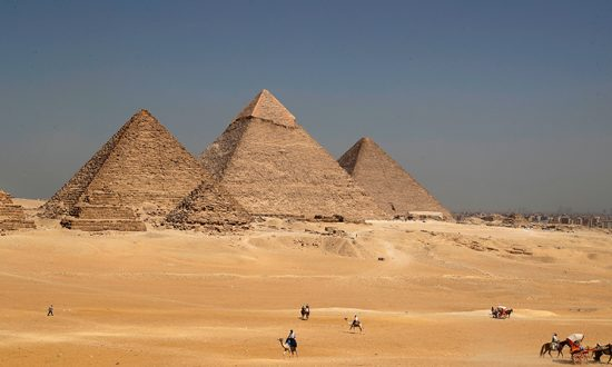 Blast Hits Tour Bus Near Pyramids in Egypt, Injuries Reported