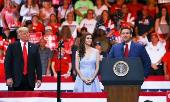 President Donald Trump, Florida GOP gubernatorial candidate Ron DeSantis (R), and his wife at a Make America Great Again rally in Fort Myers, Fla., on Oct. 31, 2018. (Charlotte Cuthbertson/The Epoch Times)