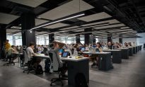 Sit-Stand Desks Cut Daily Sitting Time, May Help Engage Workers