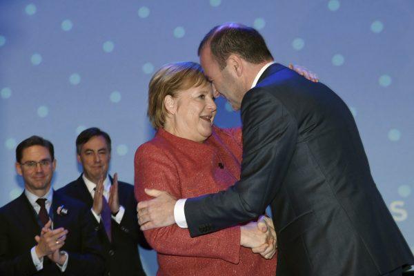 Manfred Weber congratulated Angela Merkel
