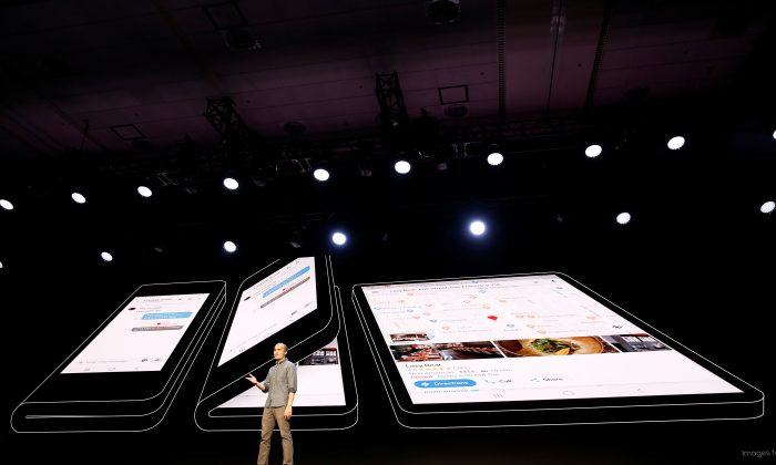 """Glen Murphy, Head of Android UX at Google, speaks during the unveiling of Samsung's new """"Infinity Flex"""" foldable display, during the Samsung Developers Conference in San Francisco, California, on Nov. 7, 2018. (Stephen Lam/Reuters)"""