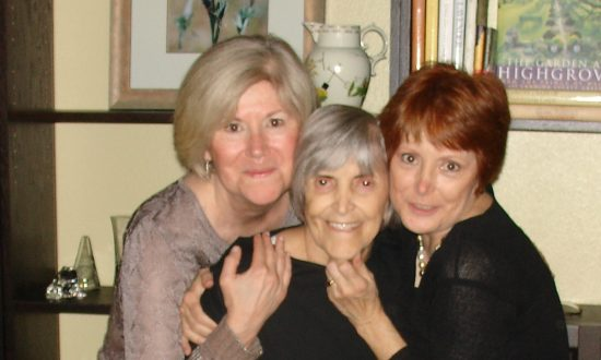 (L-R) Beverly Knutson, her mother Shirley, and sister Kae Hammond in 2008. (Courtesy of Kae Hammond)