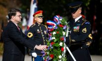 US Marks 100th Anniversary of End to WWI With Wreaths and Bells of Peace
