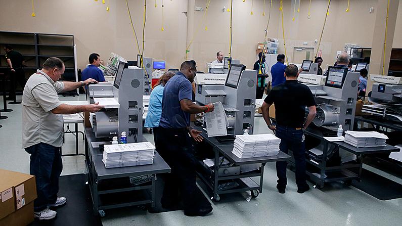 Florida-election-airport-bomb-scare-ballot-box