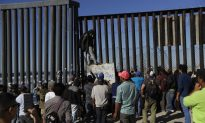 Some Migrants From Tijuana Push Within 500 Feet of US-Mexico Border