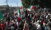 Videos of the Day: Mexicans Gather in Mass Protest in Border Town Overrun by Caravan Migrants