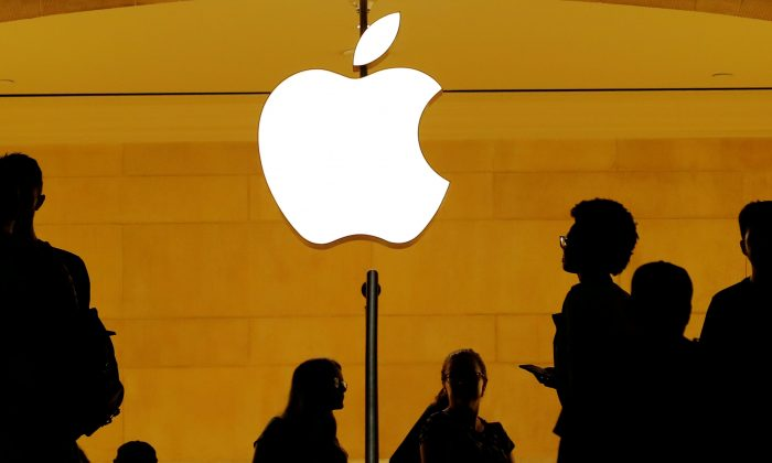 Customers walk past an Apple logo inside of an Apple store at Grand Central Station in New York, U.S., August 1, 2018.  (Lucas Jackson/Reuters)