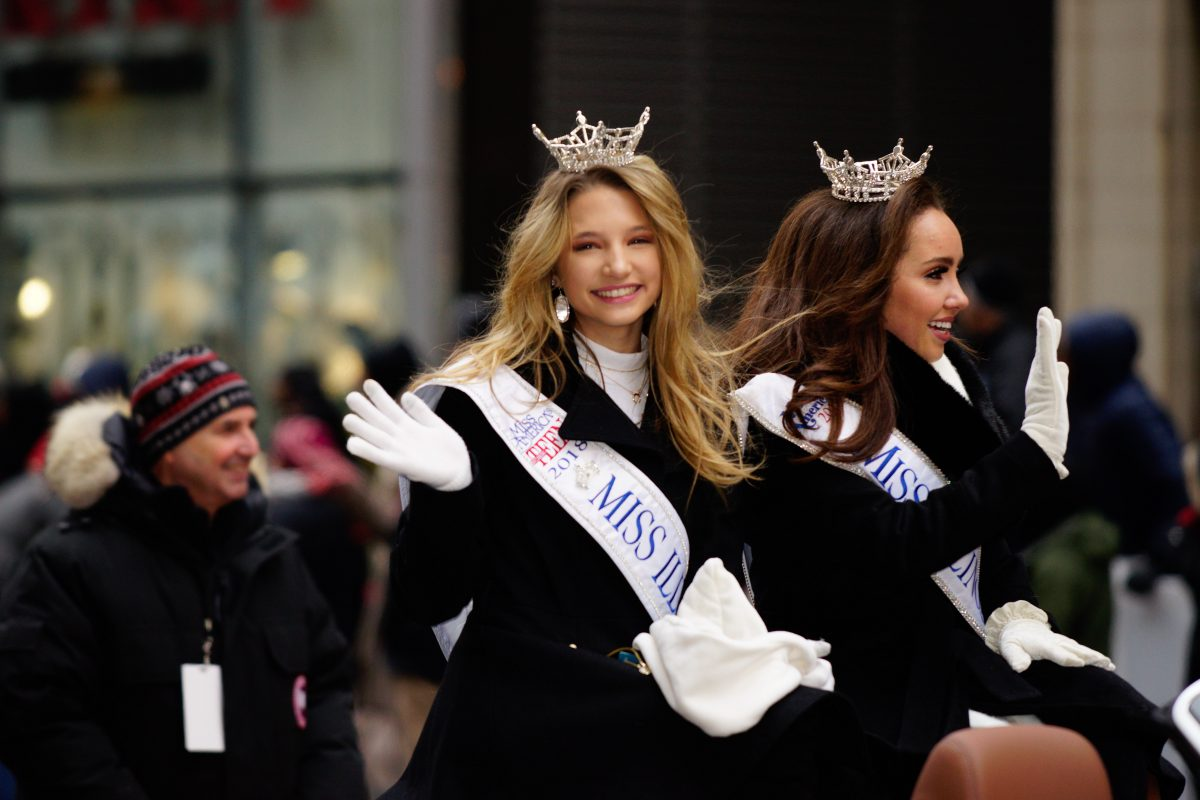 Miss Illinois in chicago Thanksgiving Parade.