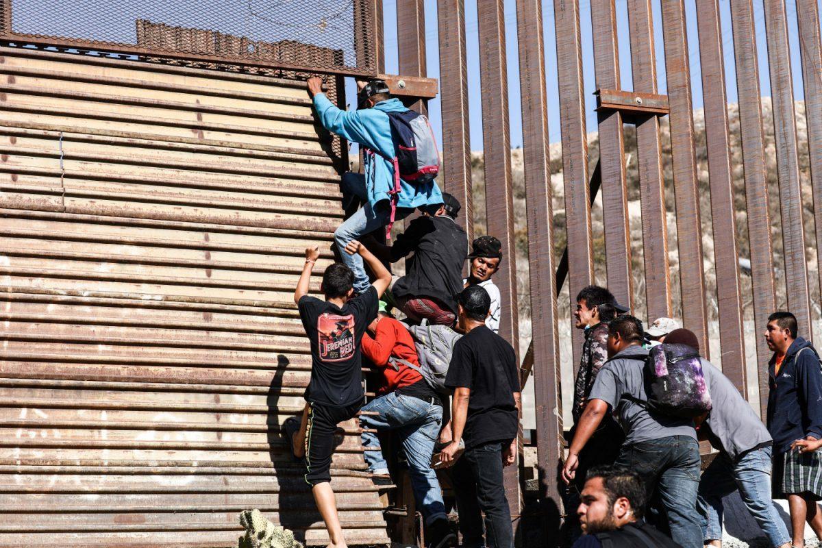 Tijuana_Mexico_border_7-1200x800