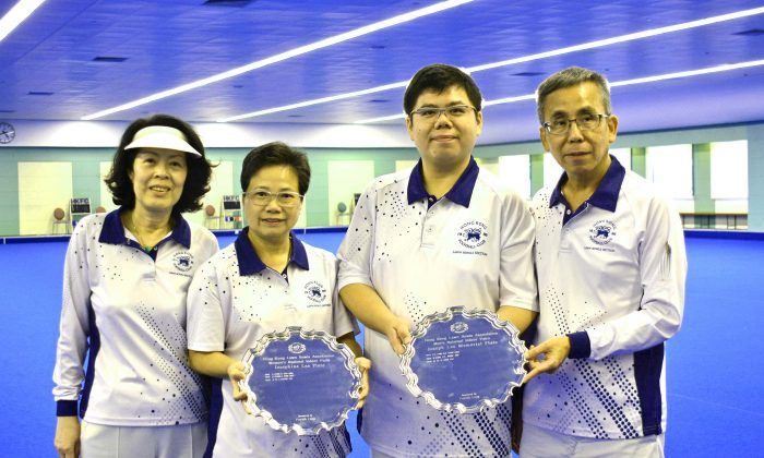 Hong Kong Football Club dominated the National Indoor Pairs for the second year.  This time it was (L-R) Alice Antunes, Emmie Wong, Anthony Yip and Kenny Tam who prevail in both the men and women finals.  Interestingly, both team defeated the defending champion, and their clubmates, enroute to the final. (Stephanie Worth)