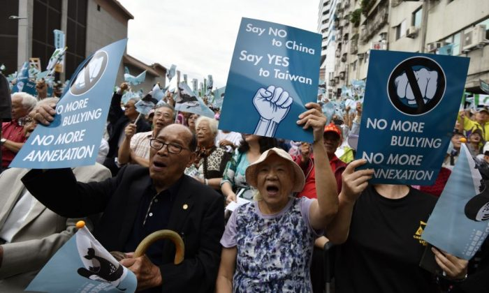 Pro-Taiwan independence activists displaying placards calling for a referendum during a rally in Taipei on Oct. 20, 2018. (Sam Yeh/AFP/Getty Images)