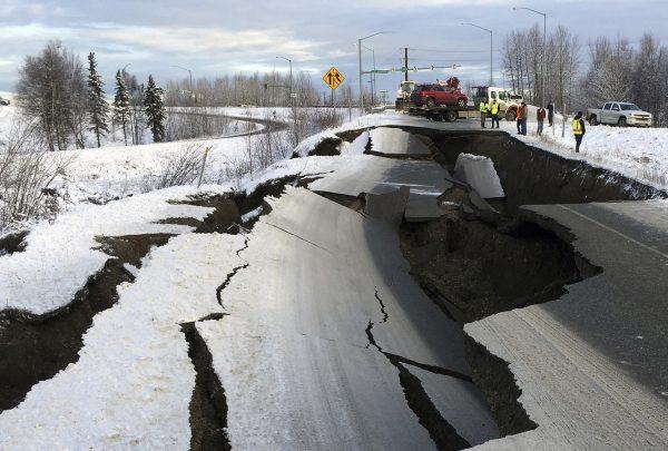 6.6 magnitude earthquake rocks Anchorage, tsunami warning issued for southern Alaska