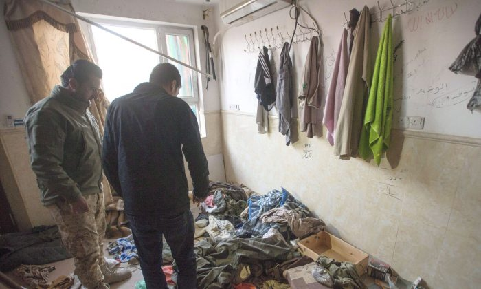 A member of the Asaish Kurdish security force shows a reporter the inside of a house occupied by ISIS terrorists, on Feb. 23, 2017, in Bashiqa, Iraq. (The Canadian Press/Ryan Remiorz)