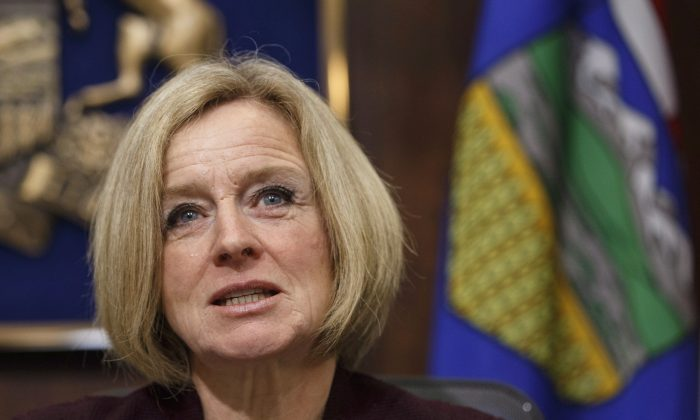 Alberta Premier Rachel Notley speaks to cabinet members about an 8.7 percent oil production cut to help deal with low prices, in Edmonton on Dec. 3, 2018. (The Canadian Press/Jason Franson)
