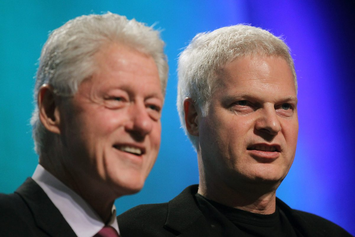 Former President Bill Clinton (L) and Hollywood mogul Steve Bing during the annual Clinton Global Initiative (CGI) meeting in New York City on Sept. 21, 2010. (Mario Tama/Getty Images)