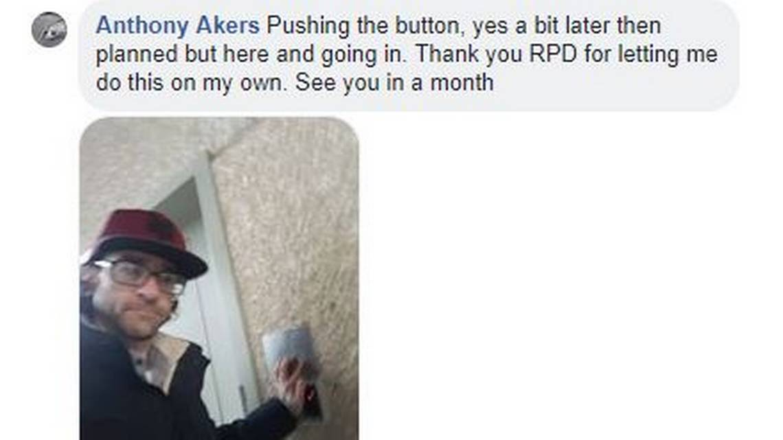 Akers takes a selfie in 2018