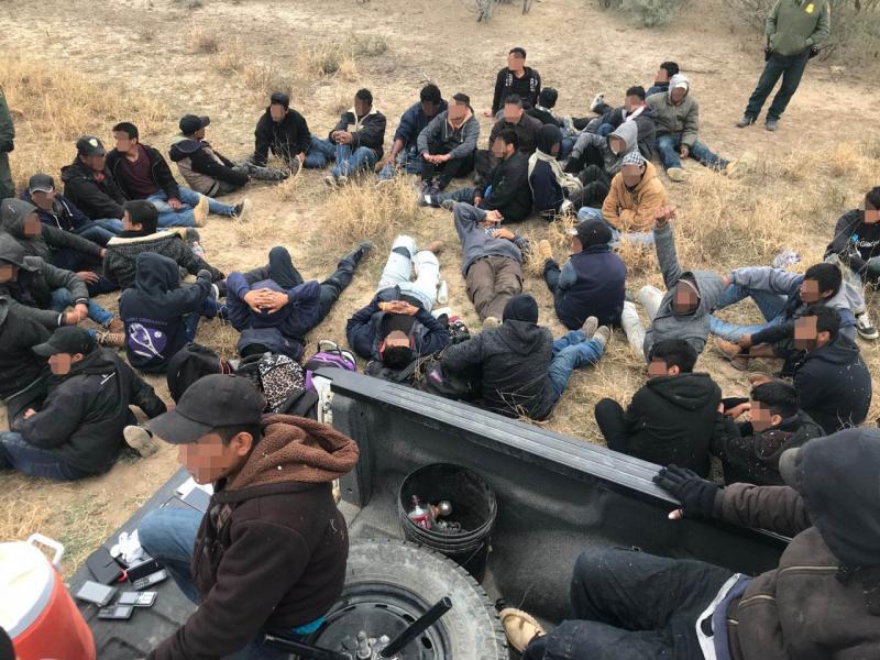 illegal-aliens-arrested-in-Texas-brush