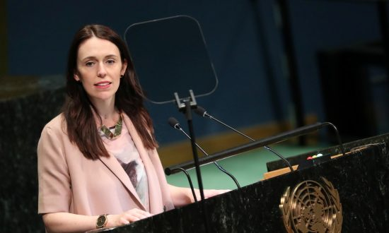 PM Ardern Apologizes to Family of British Tourist Killed in New Zealand