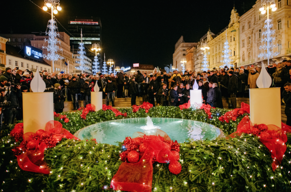 advent wreath with candles in zagreb main square