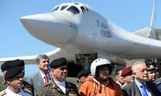 White House, Kremlin Trade Barbs Over Russian Bombers Sent to Venezuela