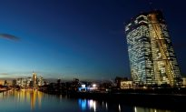 ECB Ends Crisis-Fighting Bond Buys but Eyes Increasing Risks