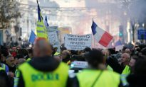 Scuffles With Police in Paris but Protest Largely Peaceful