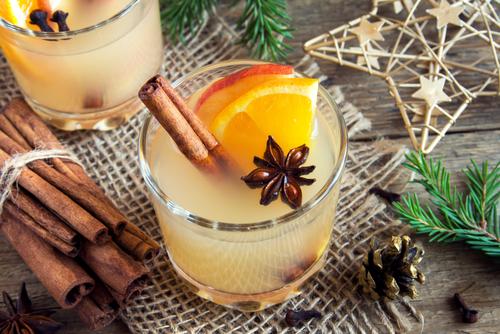 Hot toddy drink (apple orange rum punch)