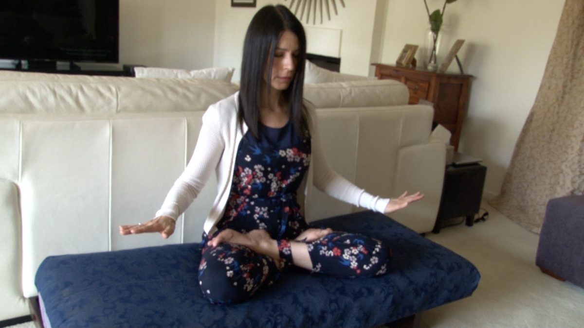 Tina Sofos practicing the 5th exercise of Falun Dafa. (Henry Jom/The Epoch Times)